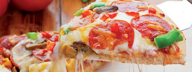 Eine knusprige Pizza